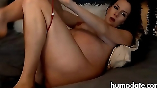Piping hot pregnant babe dildoing her cunt